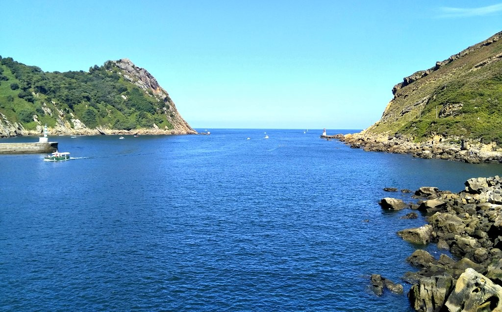 Bocana del puerto de Pasaia