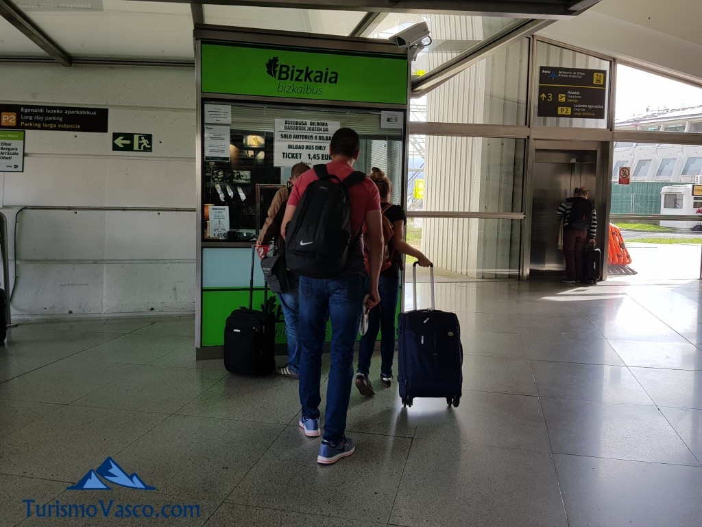 Compra de billetes de autobus en el aeropuerto de Bilbao