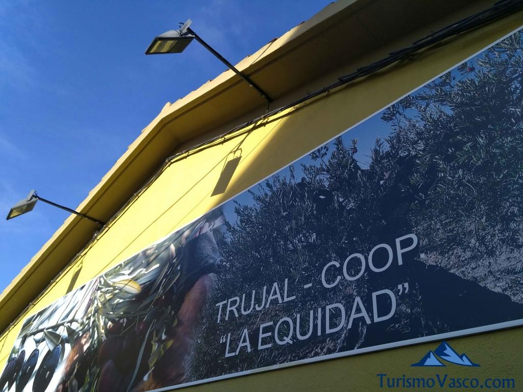 Exterior Trujal de Moreda, cooperativa y aceite Equidad