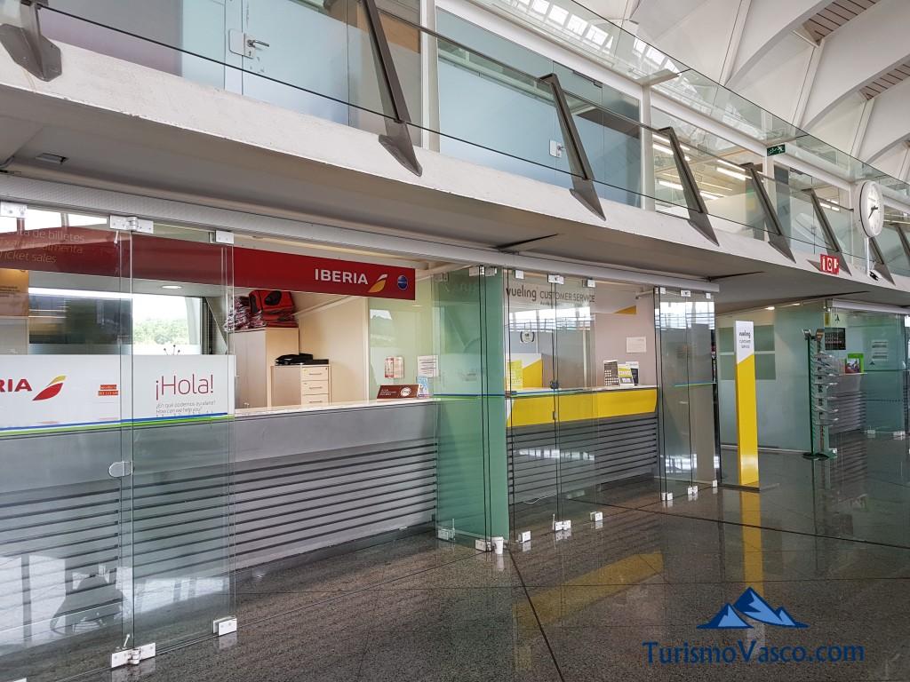 Oficina de Iberia en el aeropuerto de Bilbao