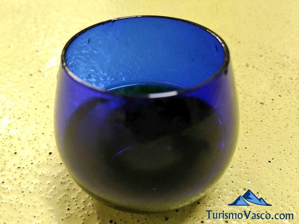 Vaso de cata de aceite en el trujal de Moreda