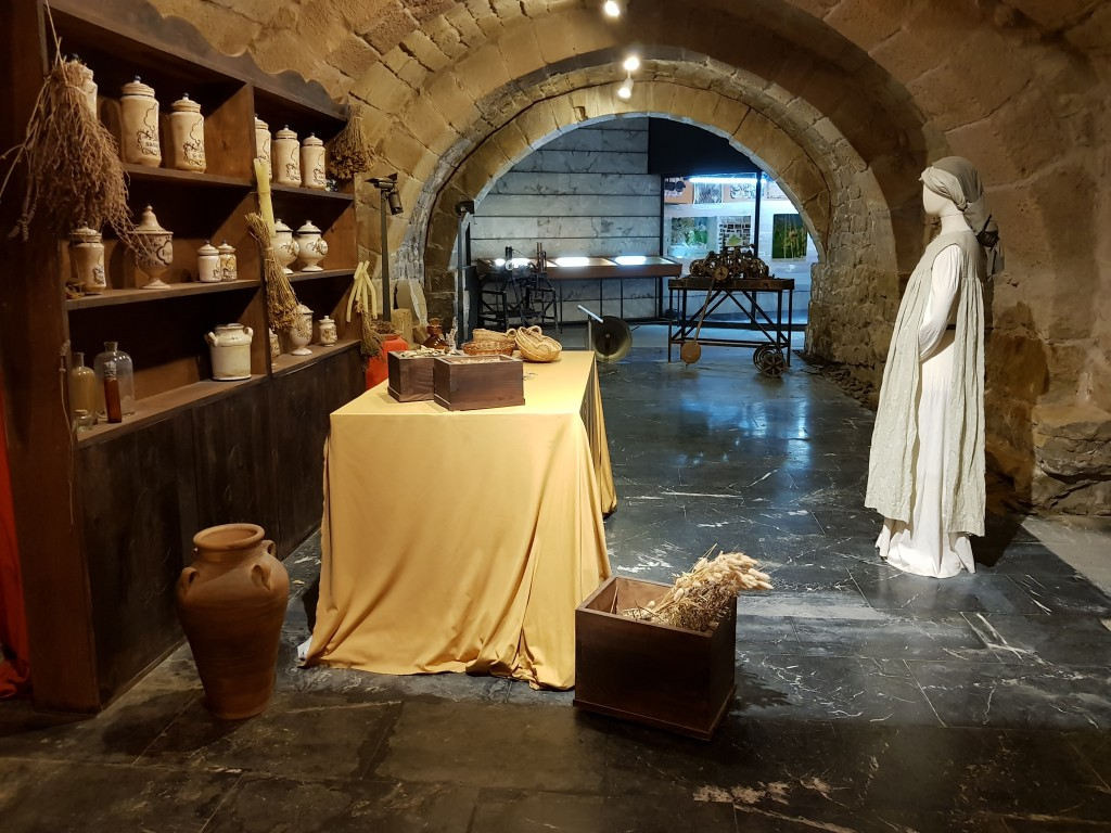 Botica en las galerias subterraneas de Olite