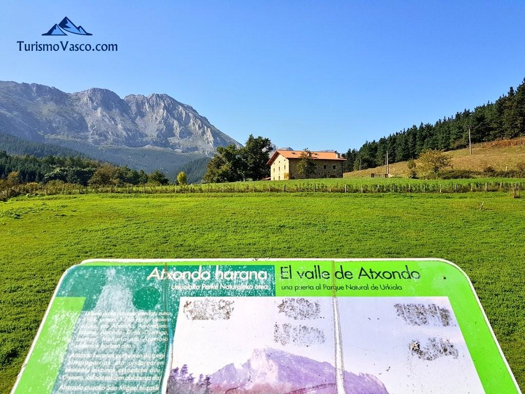 El valle de Atxondo desde la via verde de Arrazola