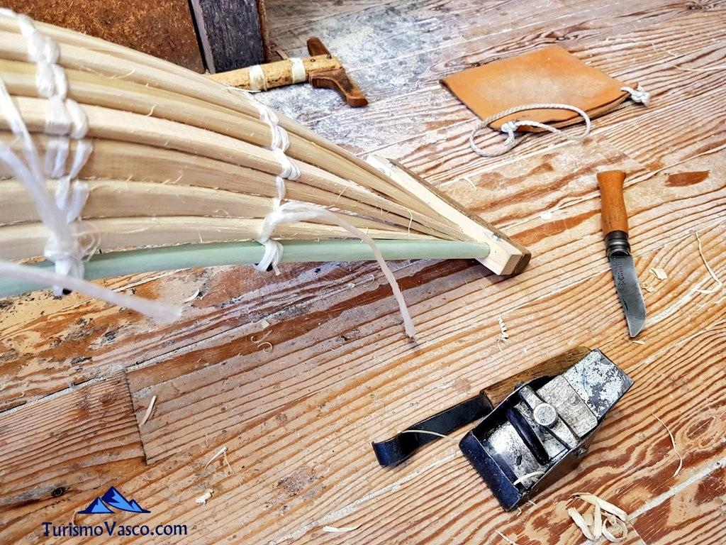 Elaboración tradicional de una cesta de remonte en Galarreta Jai Alai