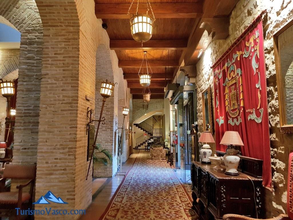 Interior del parador de Olite Erriberri