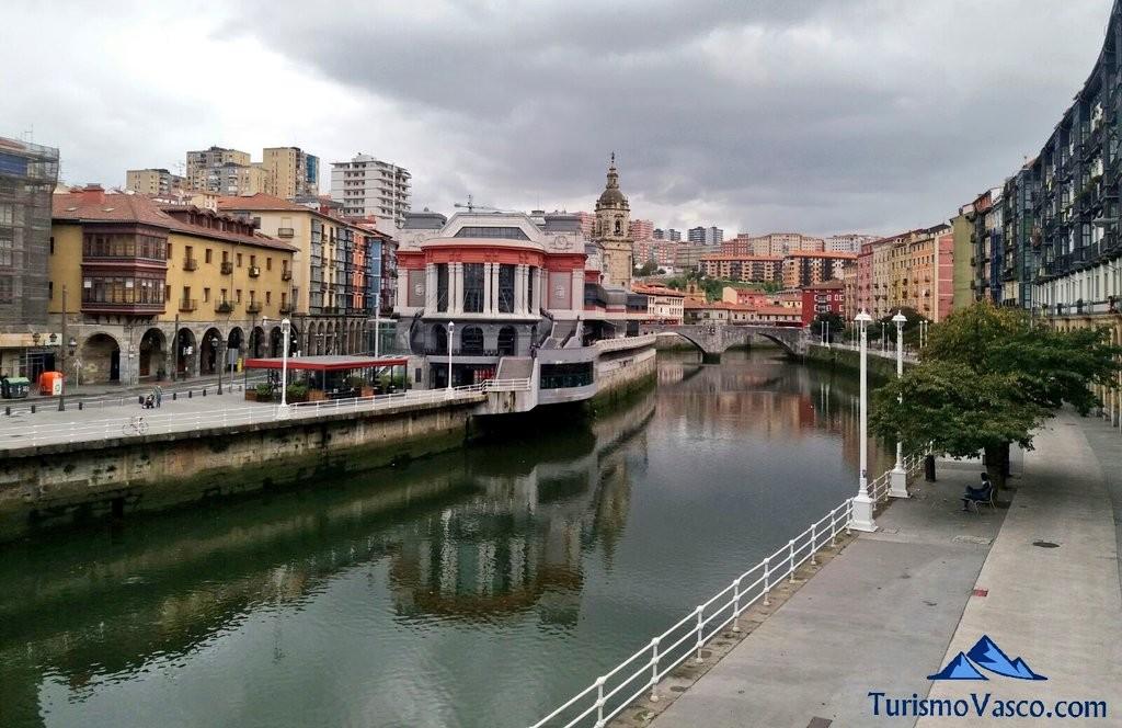 Ría de Bilbao y el mercado de la ribera desde marzana
