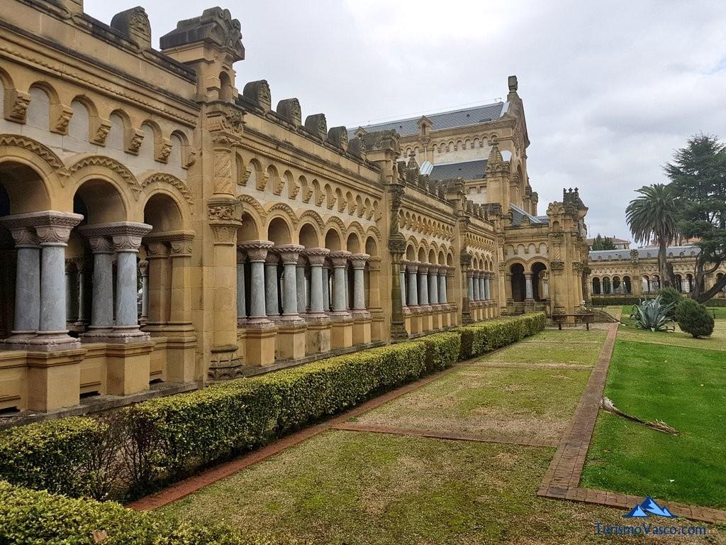 Edificio principal del cementerio de bilbao