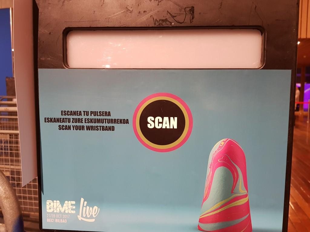 Escaneado de pulsera entrada del BIME