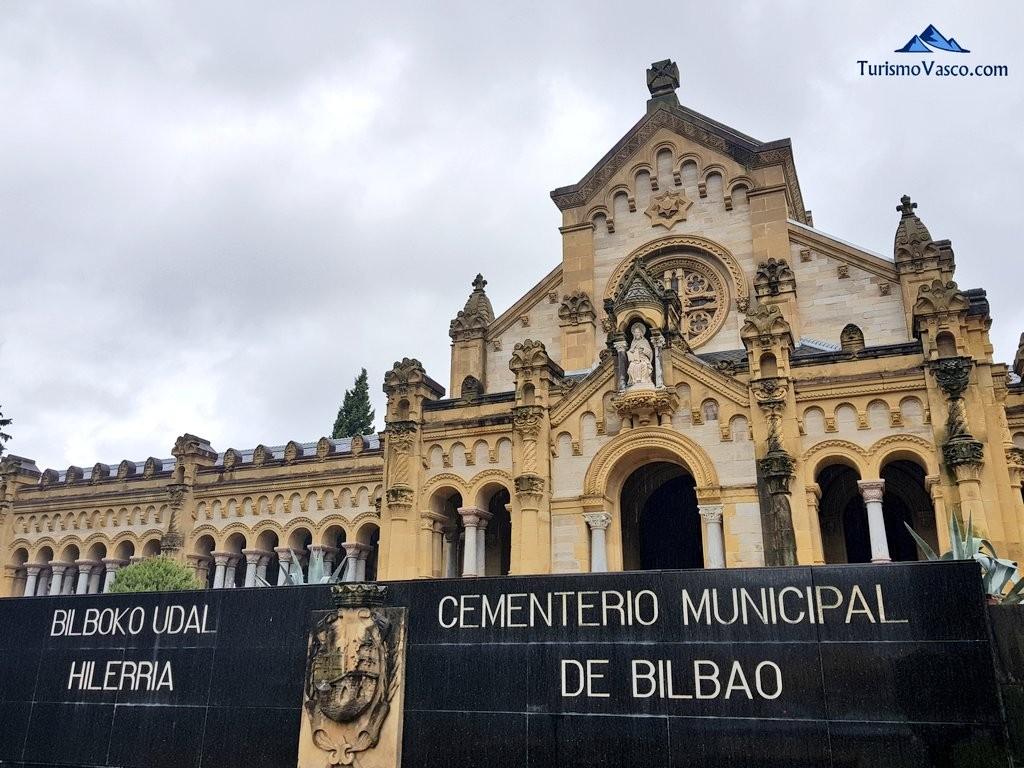 Fachada principal cementerio de Bilbao