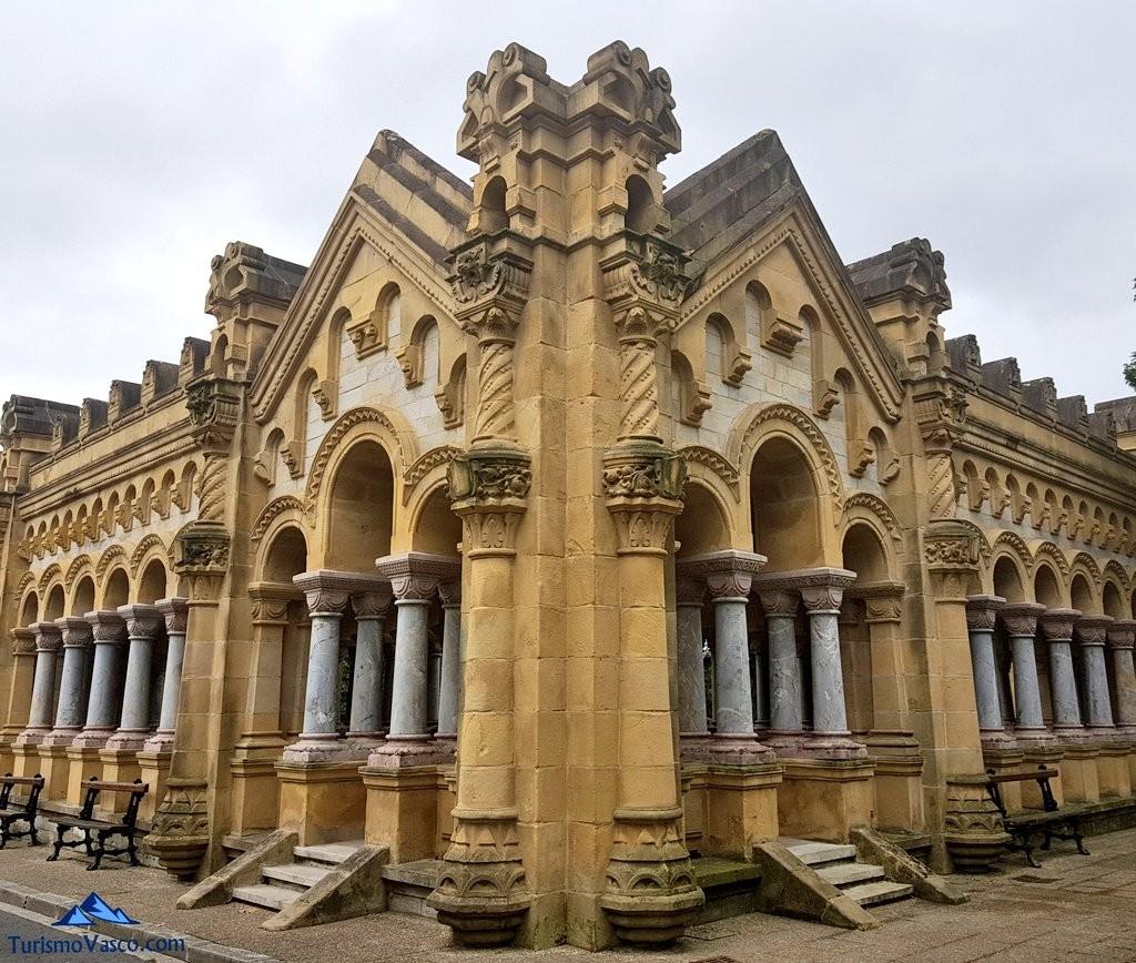 Simetria en el cementerio de Bilbao