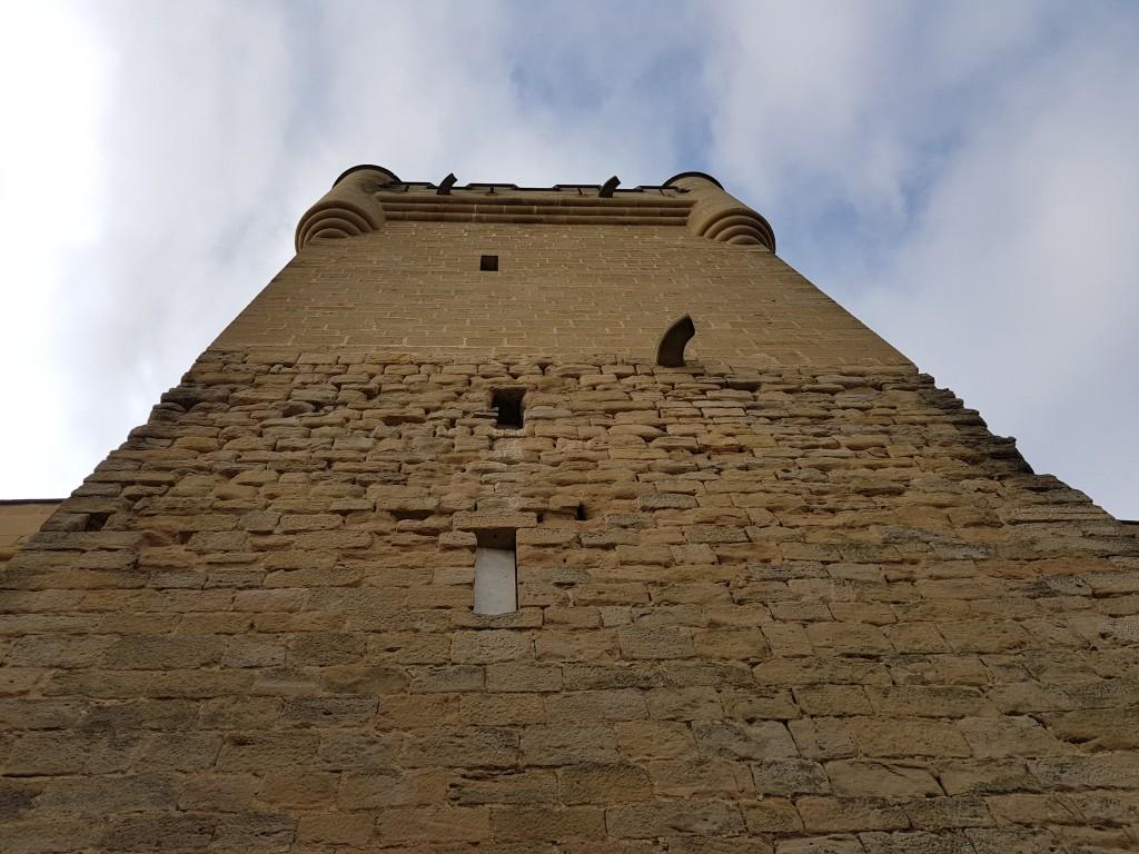 Torre castillo de Olite obra vs original