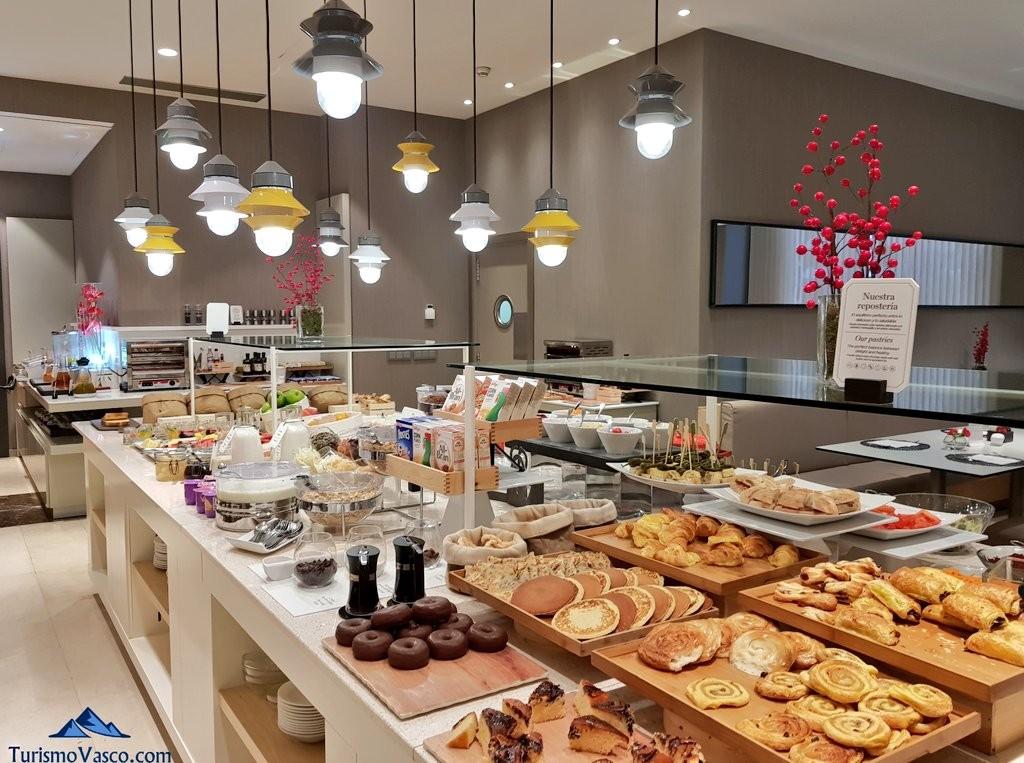 Desayuno en el Hotel Nh Arzanzazu de Donostia