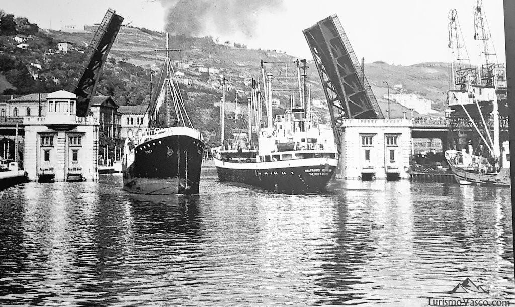Puente de Deusto abierto, Bilbao