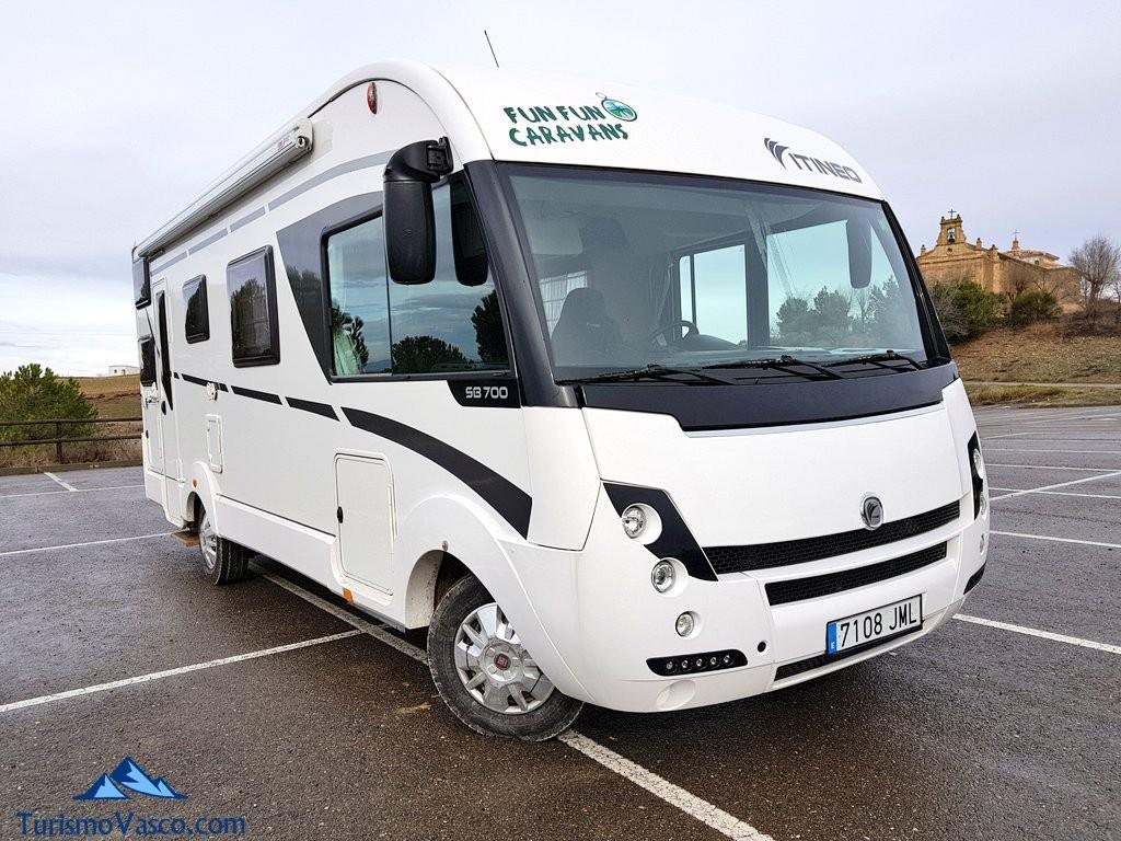 Alquiler de autocaravas en Euskadi, autocaravana Itineo SB700 de Fun Fun Caravans