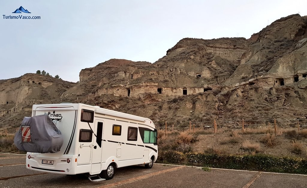 Cuevas de Arguedas, area de autocaravana