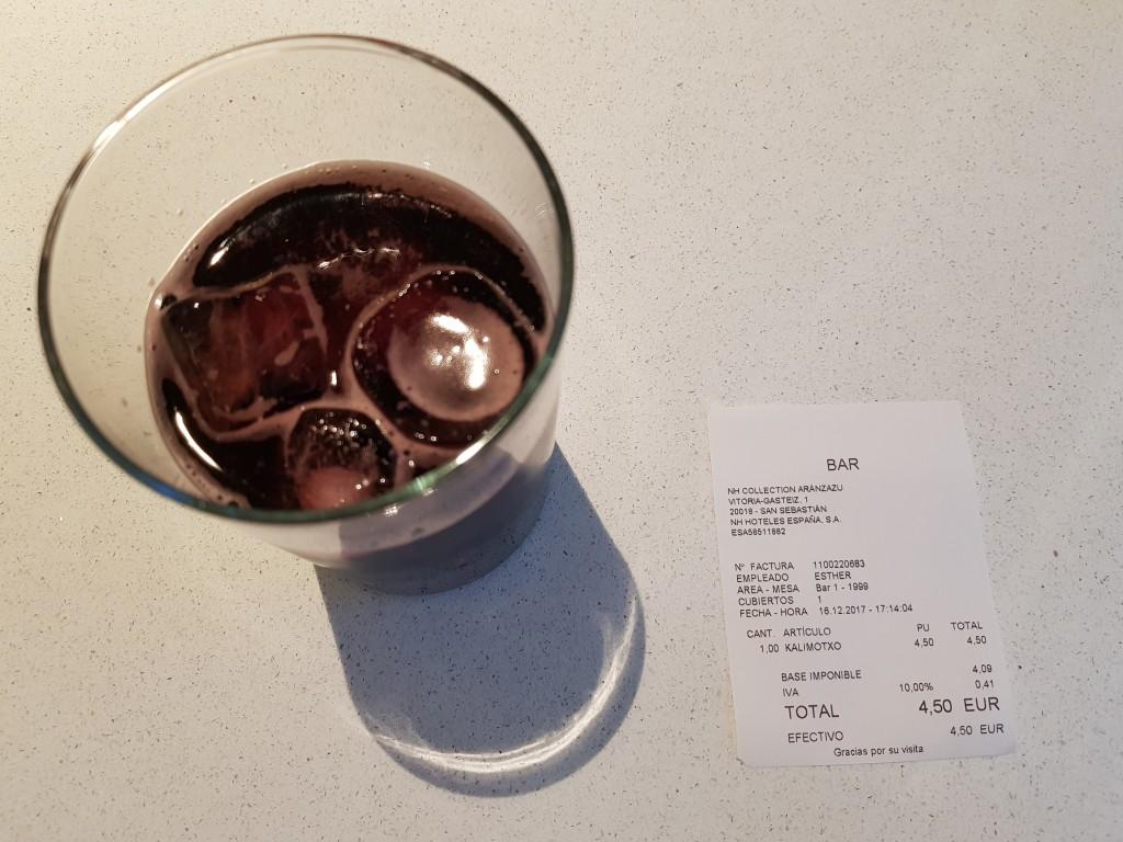 Kalimotxo en el bar del hotel NH San Sebastian Aranzazu