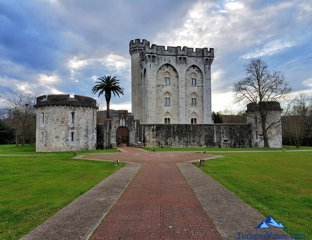 Entrada al castillo de Arteaga