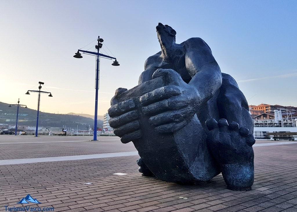 Escultura exterior del Museo Marítimo de Bilbao