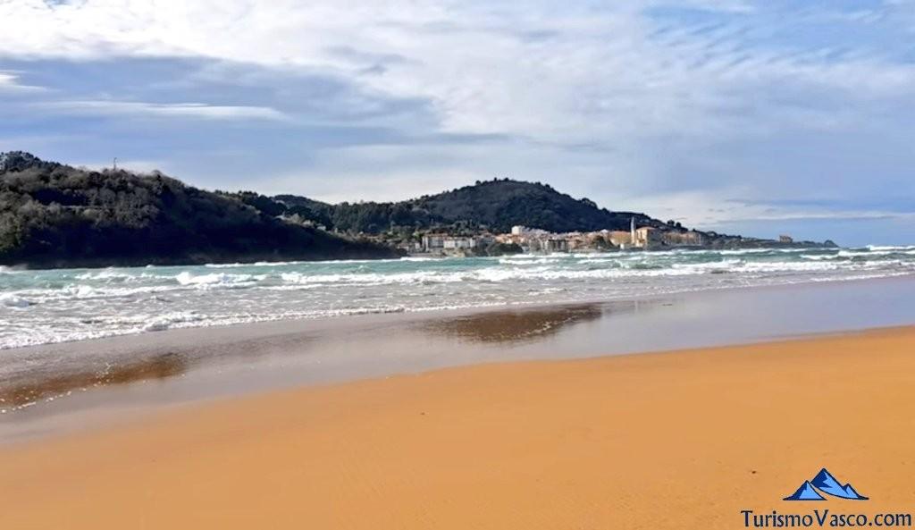Mundaka desde la playa de Laida