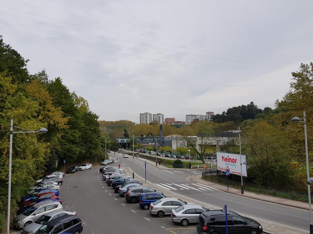 Parking frente al polideportivo de Gorostiza, el regato