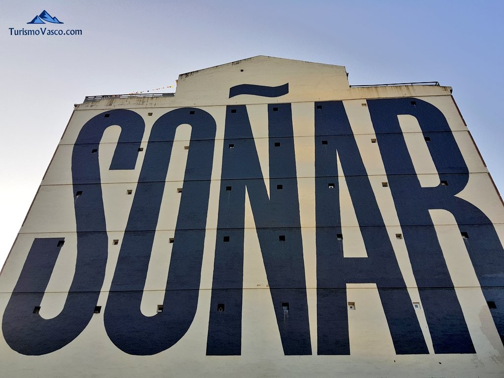 Soñar, fachada edificio en Bilbao