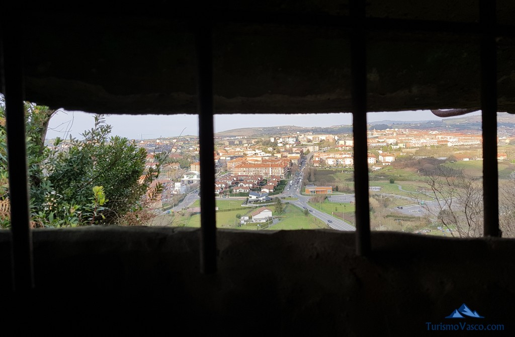 Vistas desde el interior de uno de los bunkers del Cinturon de Hierro en Sopela y Berango
