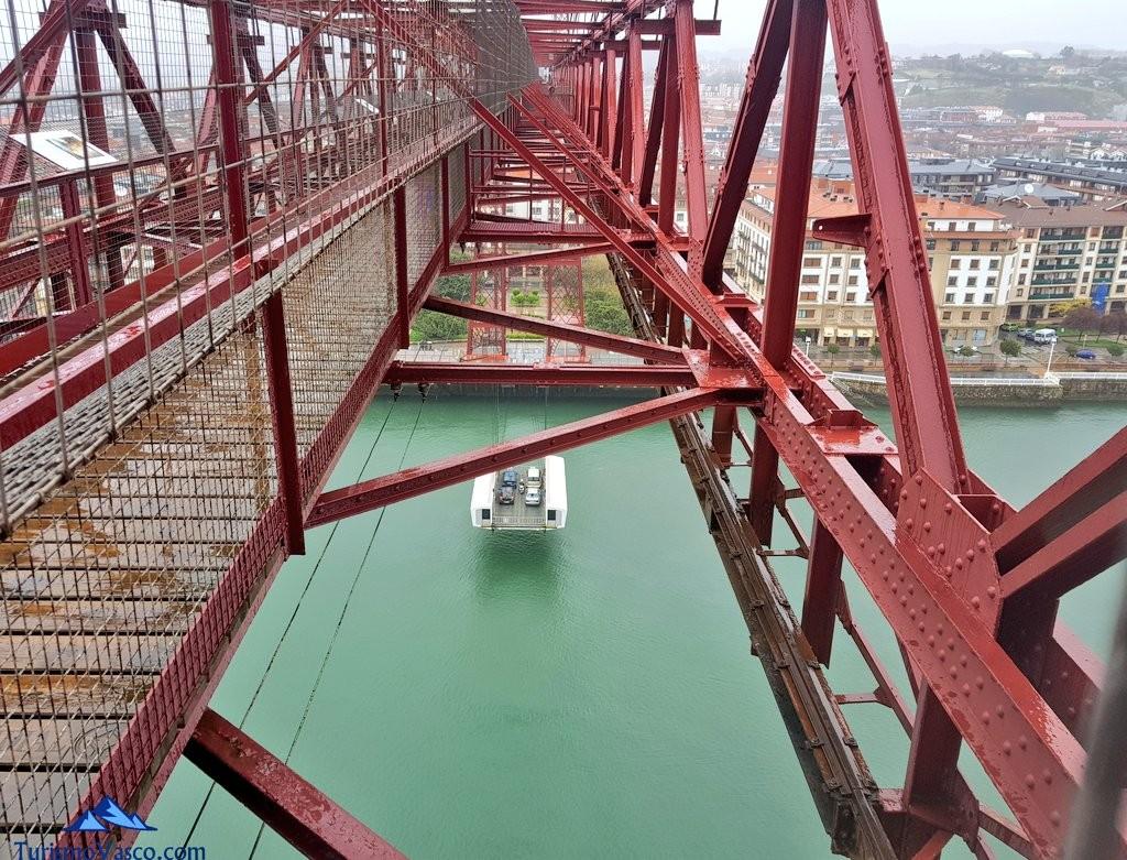Barquilla del Puente Bizkaia vista desde la pasarela superior