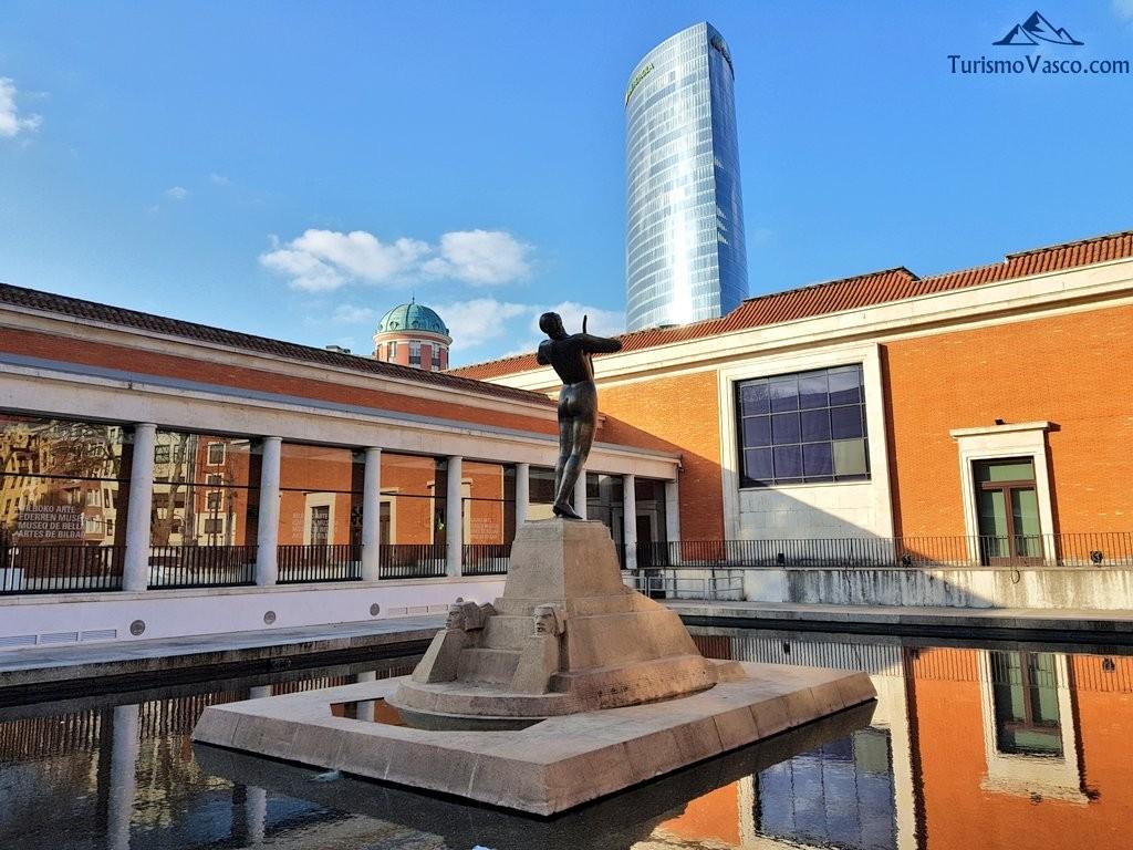 Museo de bellas artes y torre iberdrola