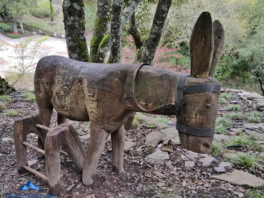 Burro tallado en el Jardín Botánico de Santa Catalina