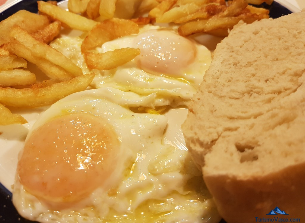 Huevos de las gallinas de Maitina, Casa Monaut