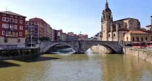 Puente e iglesia de San Antón de Bilbao