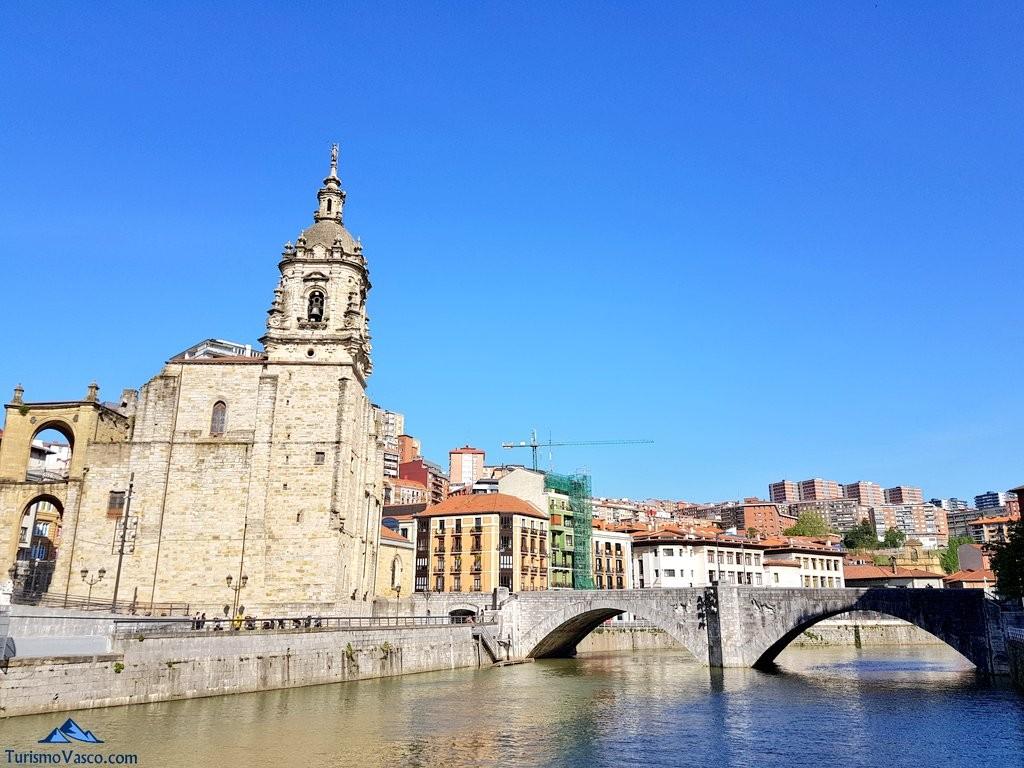 Puente e iglesia de San Anton de Bilbao, emblema de la ciudad
