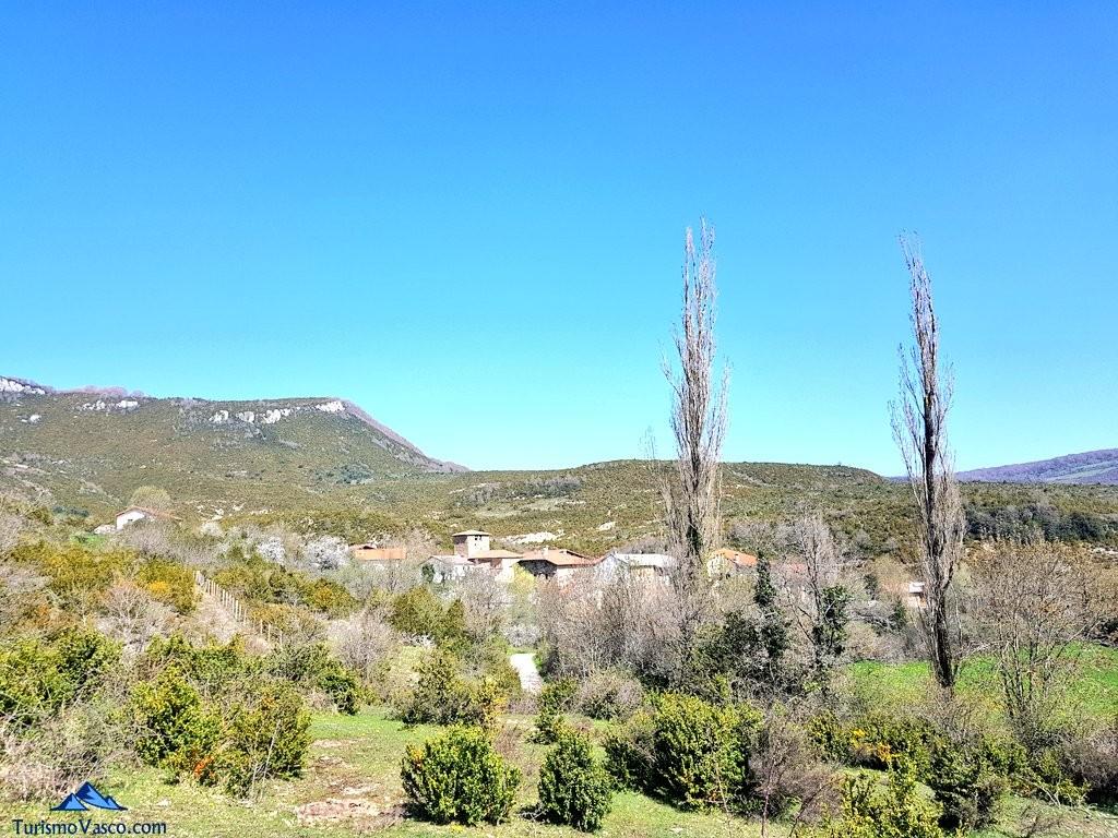 Vistas de Saragüeta desde el sendero local NA-29, Pirineo Navarro
