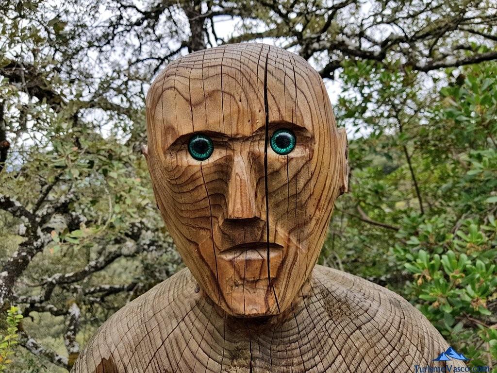 cara del pastor tallado en el Jardín Botánico de Santa Catalina