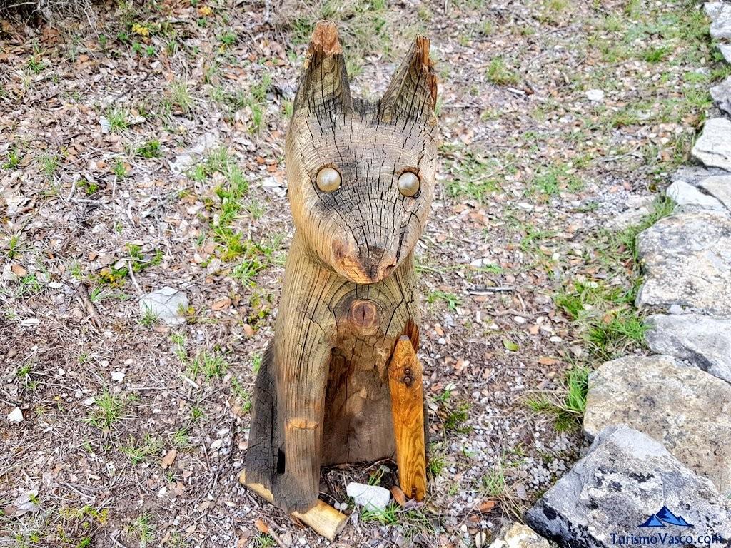 perro tallado en el Jardín Botánico de Santa Catalina
