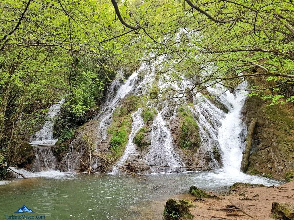 Cascada de las Herrerias,  ruta del agua de Berganzo