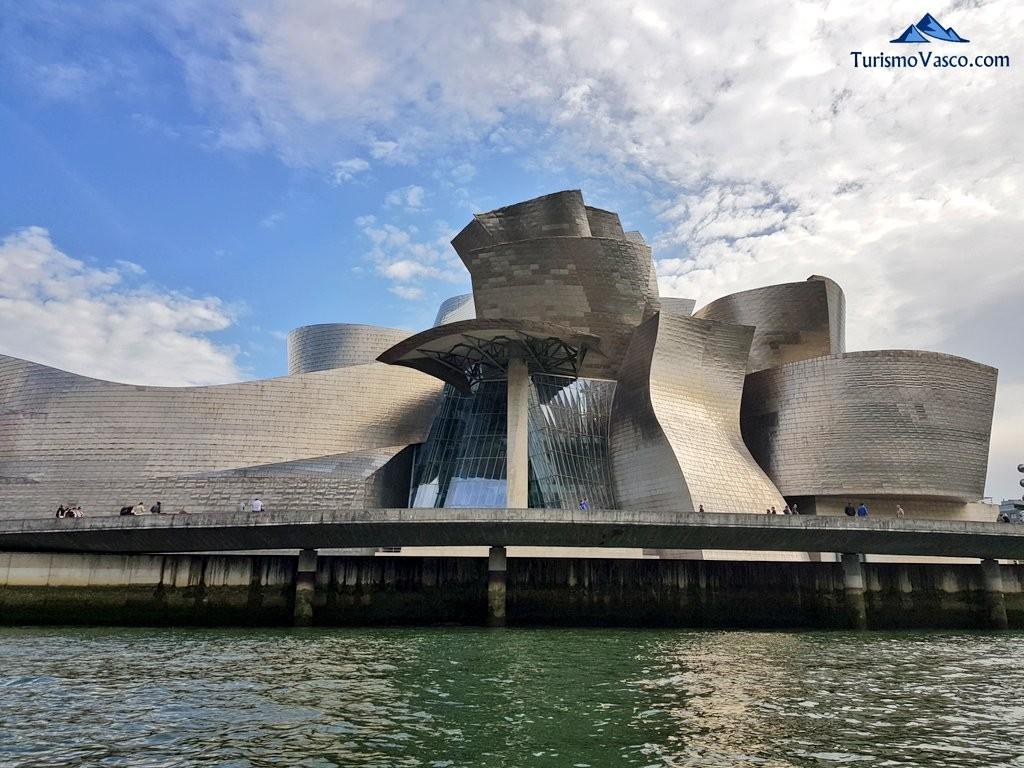 Guggenheim desde la ría de Bilbao