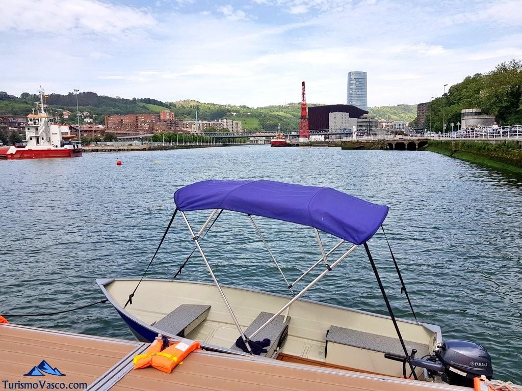 Lancha de rivercheer, barco sin licencia en Bilbao