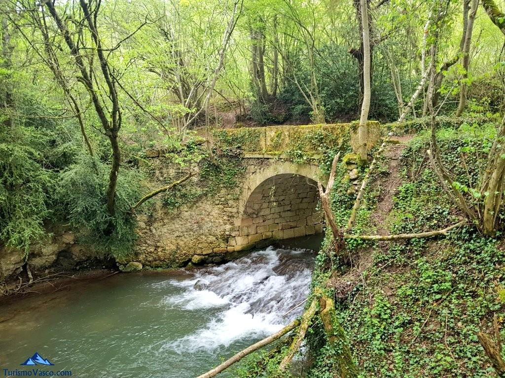 Puente de la ruta del agua de Berganzo