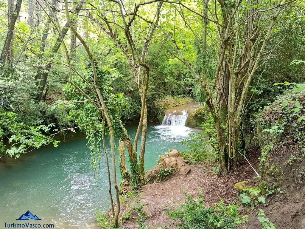 Rio inglares en la ruta del agua de Berganzo