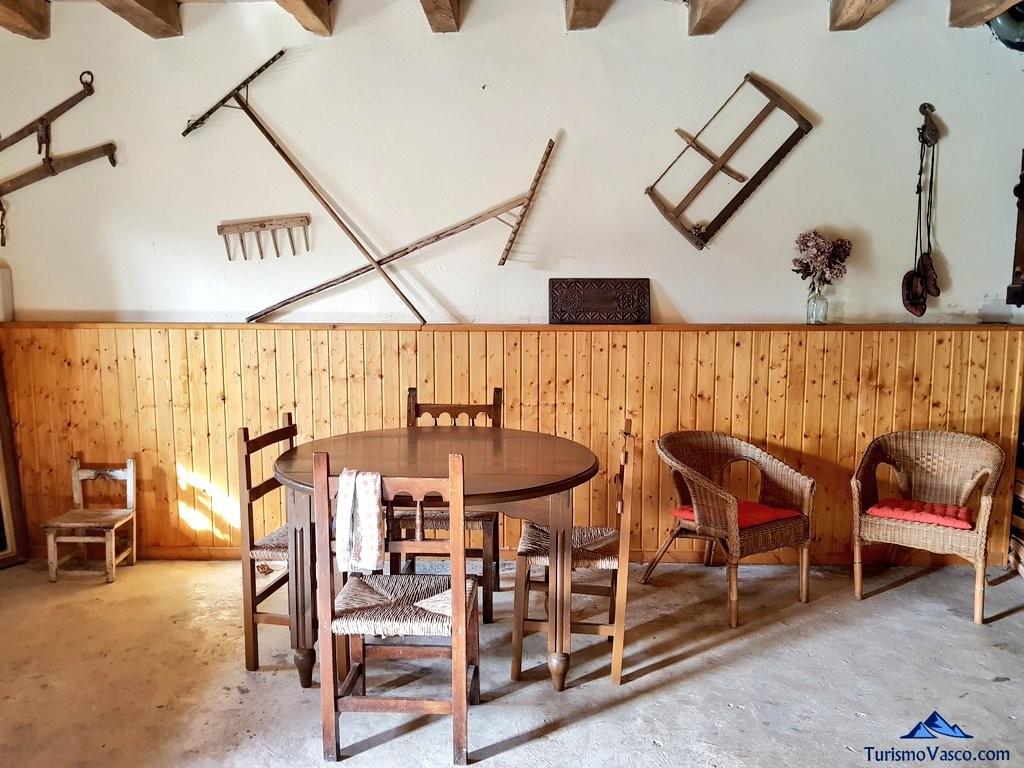 Zaguan de la casa rural Monaut, valle de arce, pirineo navarro