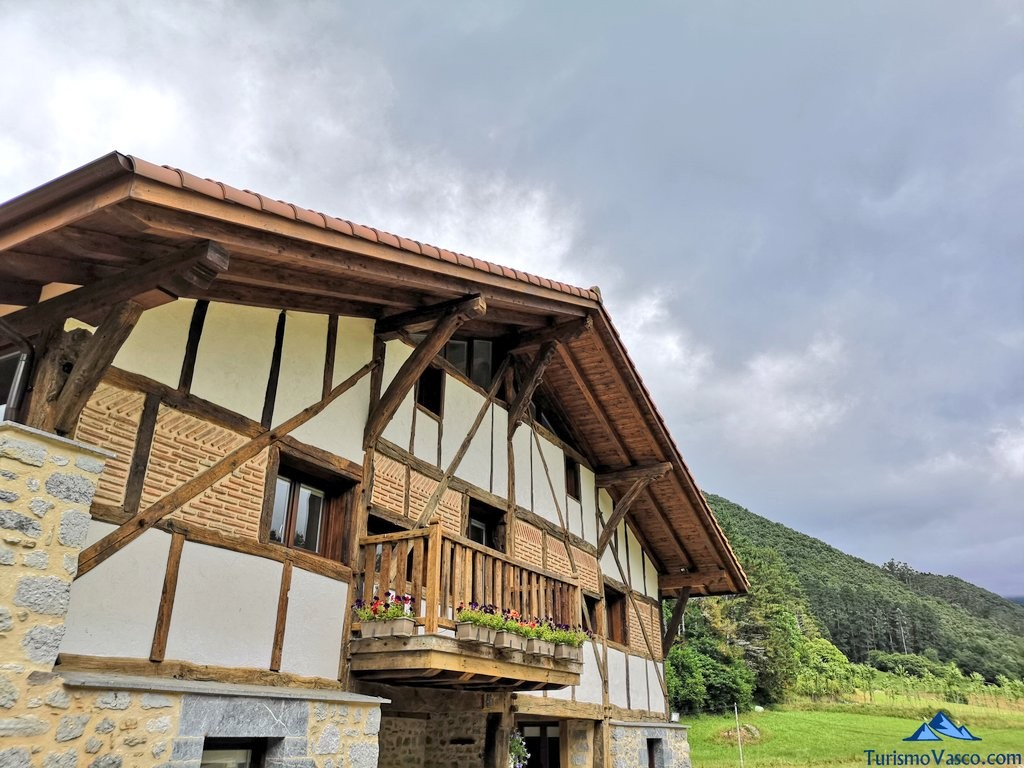 Baserri, caserio de Oma, Bosque de Oma, el Bosque Pintado