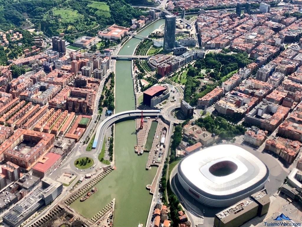 Bilbao desde el aire, vista de pajaro, avioneta