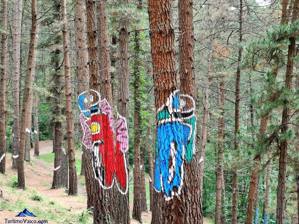 Motoristas en el Bosque de Oma, el Bosque Pintado