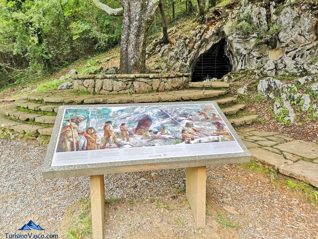 Panel en la entrada de la cueva de santimamiñe