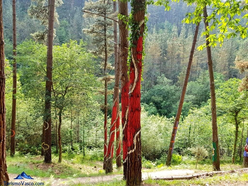 Rojo pasion en el bosque de oma, el bosque pintado