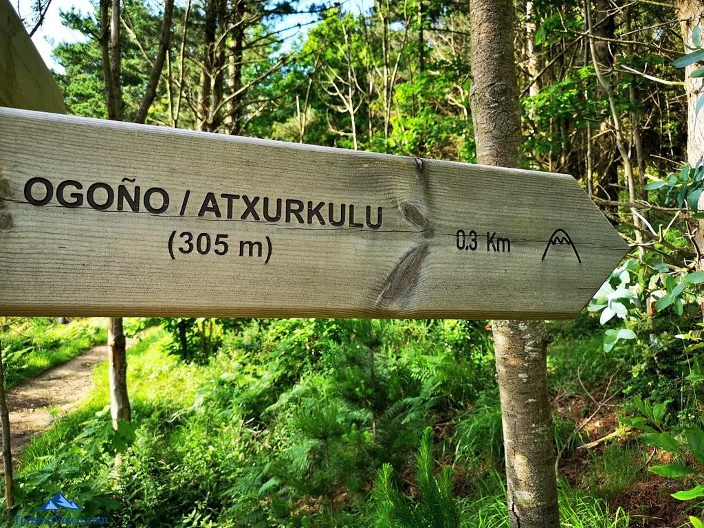 Señal de ogoño atxurkulu, en la ruta a Ogoño