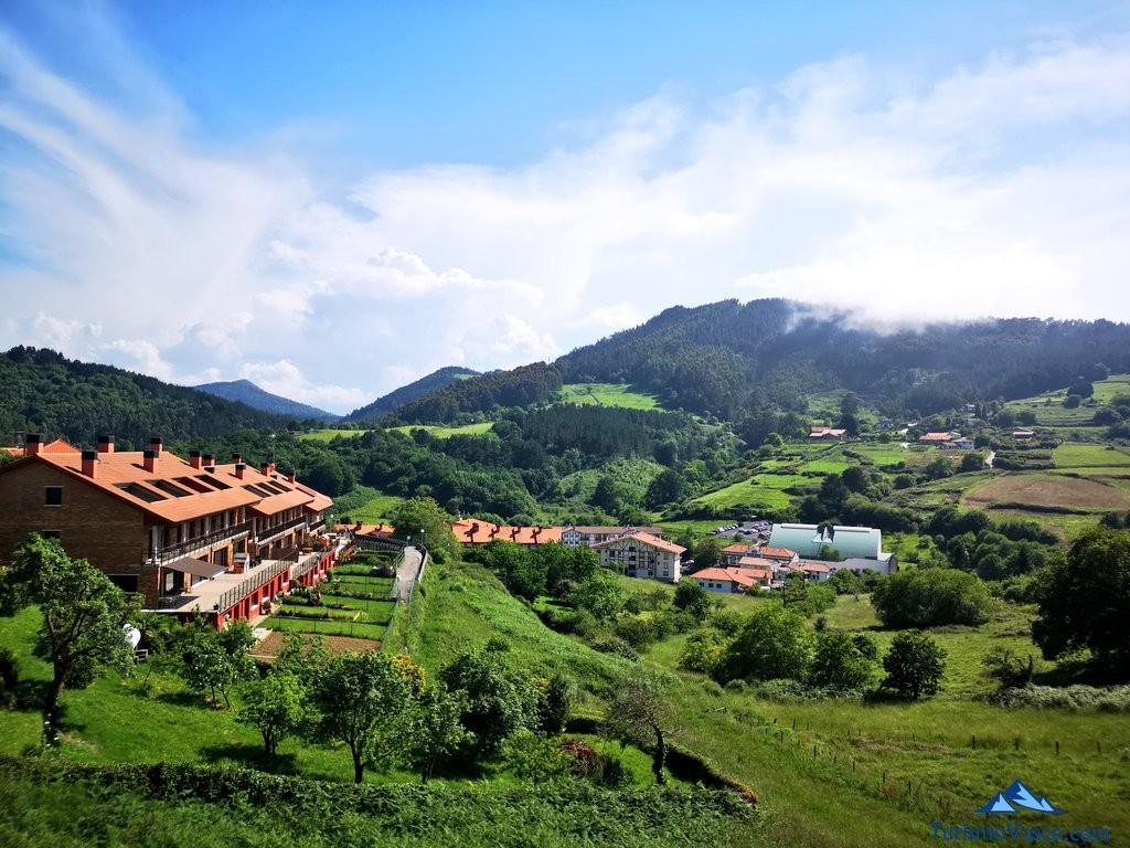 Vistas de Ibarrangelu desde la ruta a Ogoño