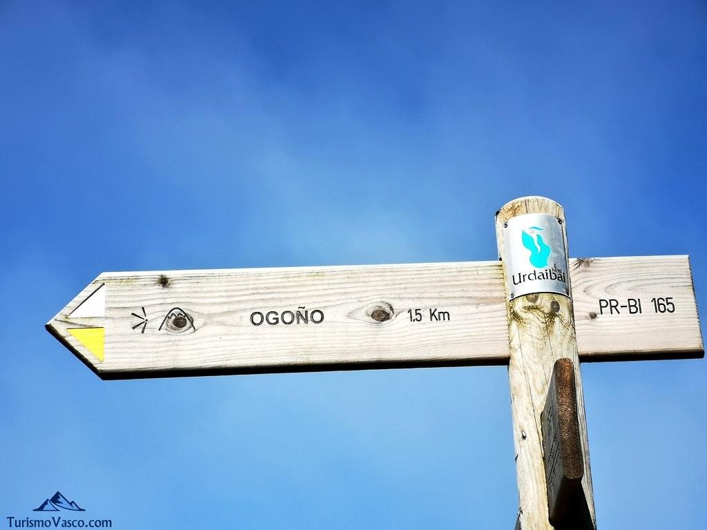 señal junto al cementerio,ruta a Ogoño
