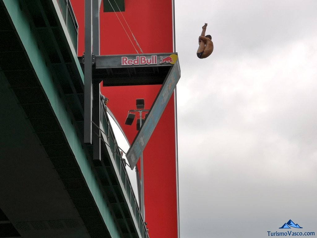 Salto desde el puente la salve, redbull